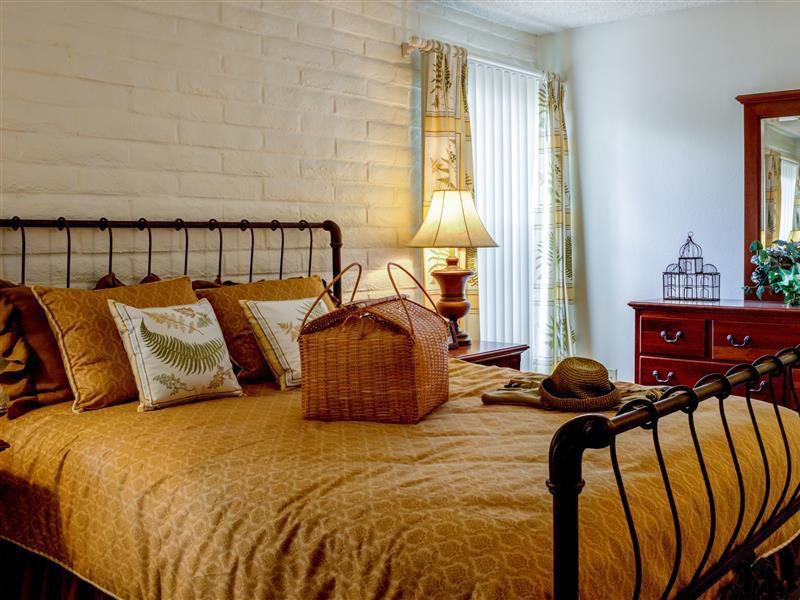 5 Bedroom.jpg